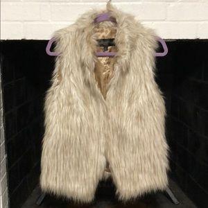 Donna Salyers' Fabulous Furs. 100% Faux. Small.